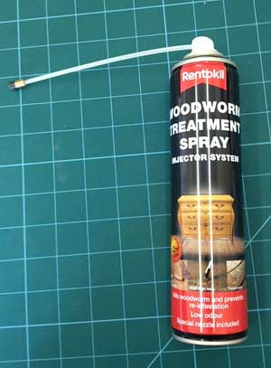 Spray injector in a can for injecting woodworm holes